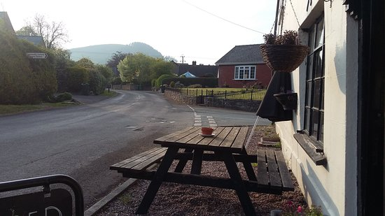Newcastle-on-Clun, UK: Lovely evening sat outside