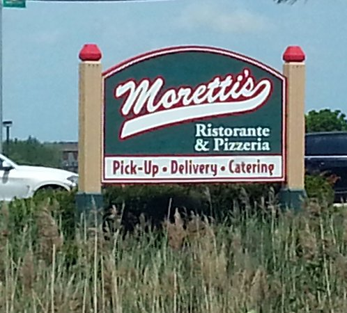Moretti's Ristorante and Pizzeria: the sign along Randall Rd.
