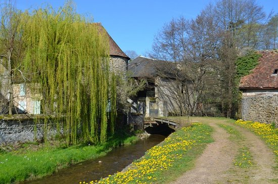 Moulins-Engilbert, Francja: Promenade du Canada proposée aux touristes