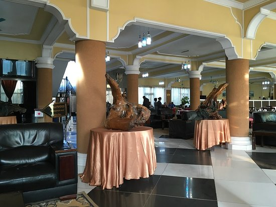 Samrat Hotel: Lobby, restaurant