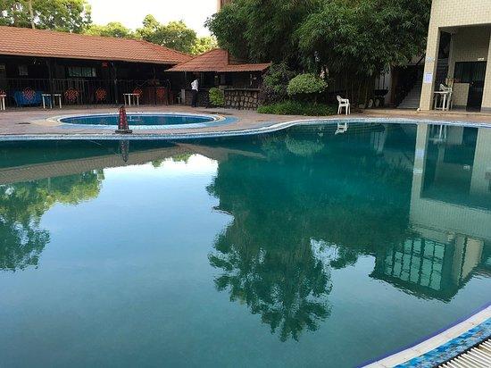Samrat Hotel: Pool area