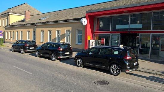 "Taxi Amstetten - Ihre ""black Cab"" Taxiflotte am Bahnhof Amstetten"