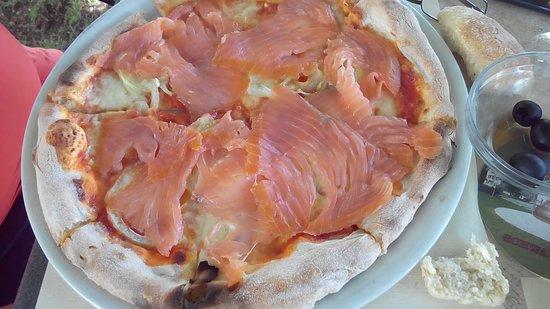 Jestetten, Германия: LA Pizza Salmone - sehr lecker