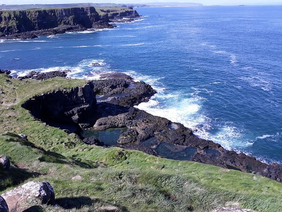 Giants Causeway Coastal Tours: Down the coast