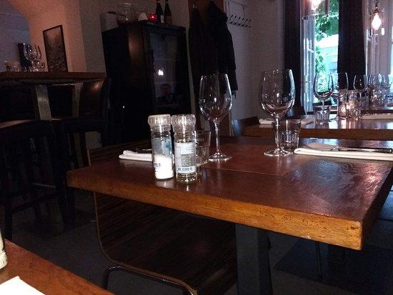 Brasserie SenT: the tables