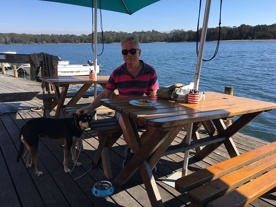 Tuross Head, Australien: Dine on the deck overlooking the lake