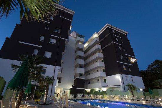 Nero d 39 avorio aparthotel rimini miramare italie voir - Bagno 144 miramare ...