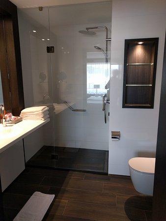 Badkamer comfort kamer - Foto van Hotel Tiel, Tiel - TripAdvisor