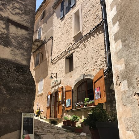 Simiane-la-Rotonde, France: photo1.jpg