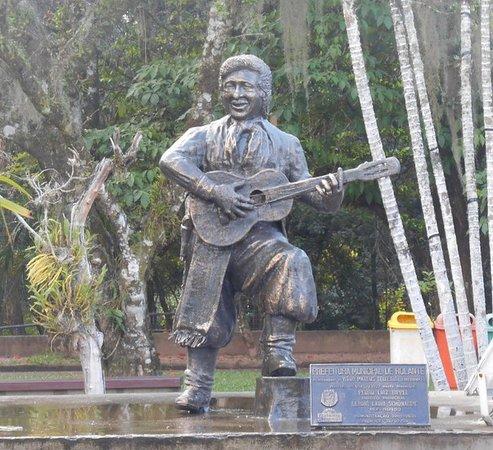 Rolante, RS: Estátua do Teixeirinha