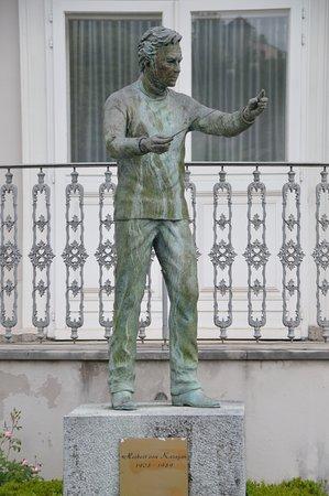 Herbert von Karajan - Statue