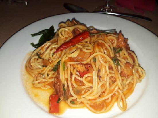 Pane e Vino: pasta with tomato sauce and bacon