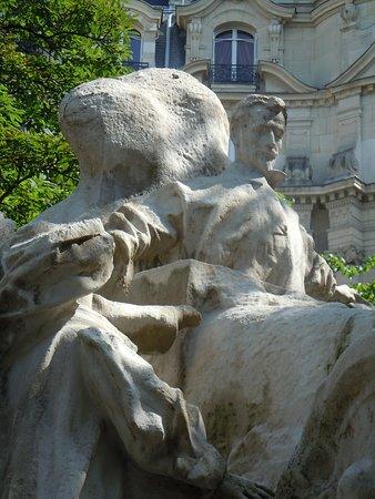 La statue de Léon Serpollet: Détail de la sculpture