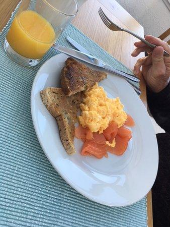 Fionnphort, UK: scrambled egg and smoked salmon - very good