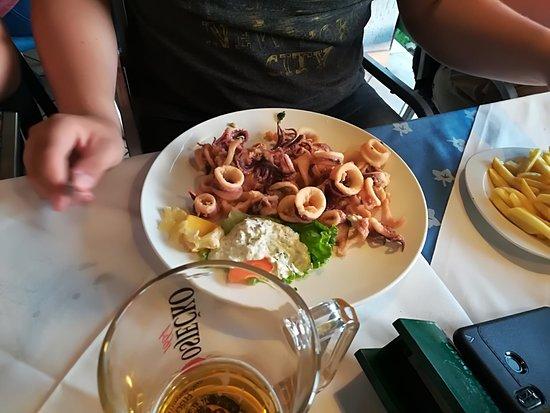 Jadranovo, Croacia: frittierter tintenfisch