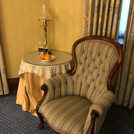 Prince of Wales: King Sized Room