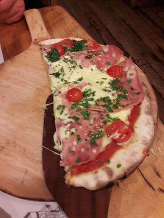 Cassis Chocolates & Cafe: Pizza individual