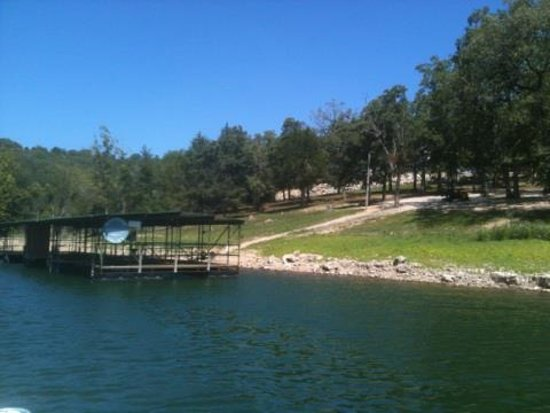 Harpers Valley Resort: Plenty of lake front parking or you can walk to the lake.