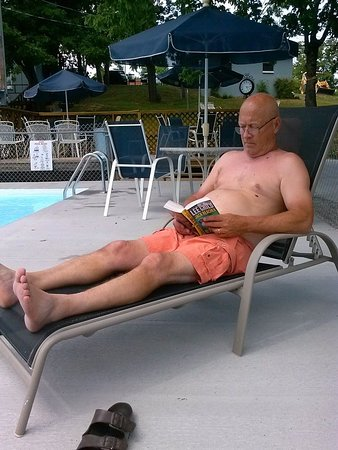 Harpers Valley Resort: Pool time for Papa!