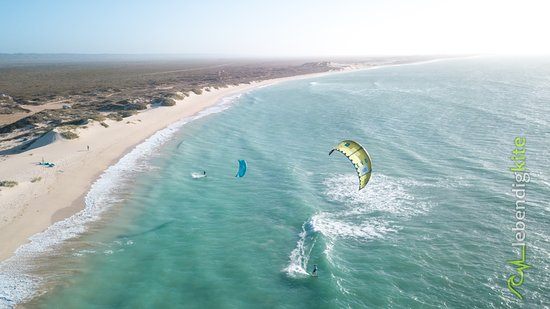 Lebendigkite: There are awesome wave spots along the coast with perfect kitesurfing conditions.
