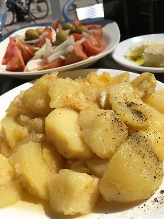 Beach Bar Principado : Spicy(!) potato bravas