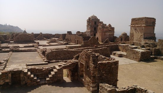 Chittaurgarh, Indien: Broken Fort by Mughals