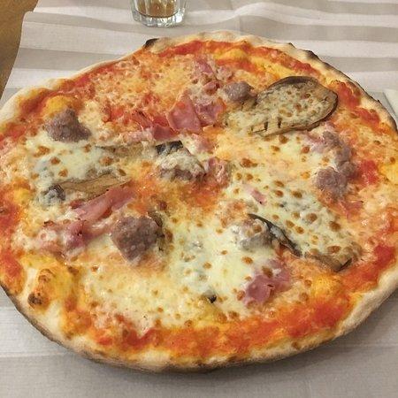 San Martino In Strada, อิตาลี: Pizza del pizzaiolo !!! Meglio chiamarla la Buona di Max