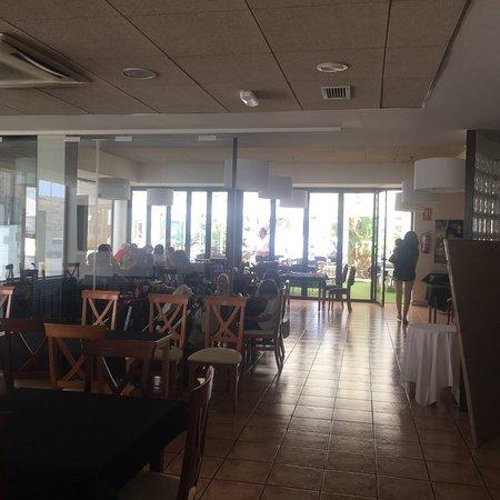 Restaurante Braseria Julian: Interior y exterior