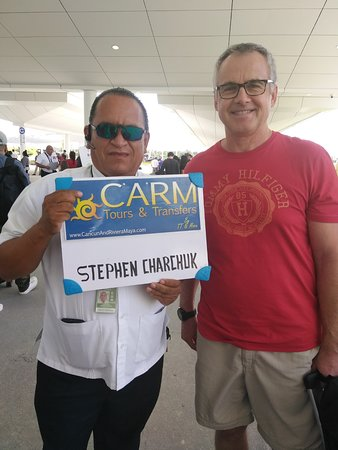 CARM Tours & Transfers: Happy client with our driver, Theo!