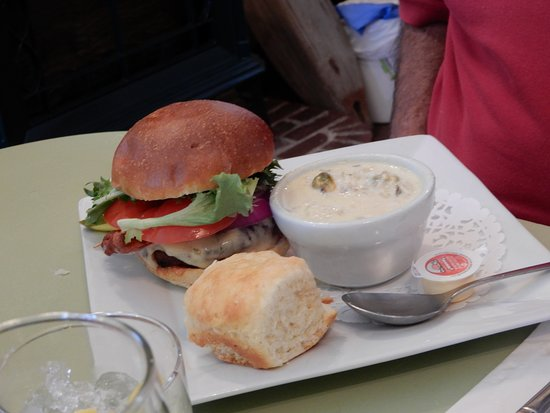 Chester Basin, Canada: Burger with seafood chowder