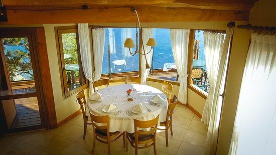Charming Luxury Lodge & Private Spa: Mesa Restaurante
