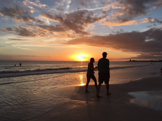Siesta Sun Beach Villas: Best beach sunsets anywhere,and I've been to beaches in 9 countries!