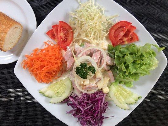 Mickey Restaurant: Wurst kase salat