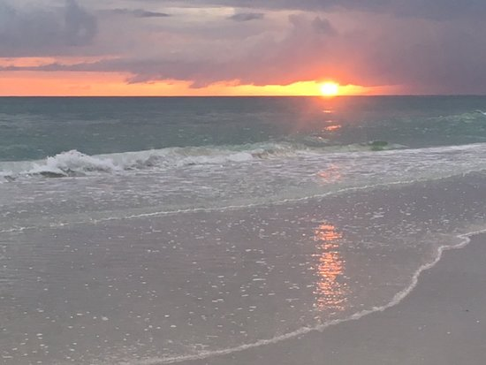 Siesta Sun Beach Villas: sunsets never the same..always amazing!