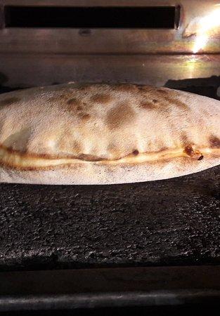 Althen-des-Paluds, Frankreich: Mes pizzes. Calzone et San Daniele