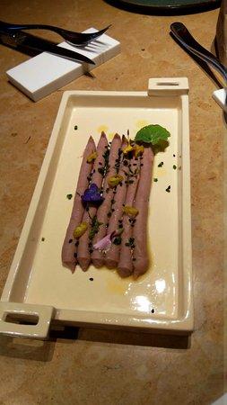 Misura: Hummus de judía pinta, semillas y piparra. Una idea nueva bien llevada a la práctica.