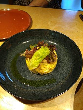 Misura: Taboulé, coliflor, cebolla confitada, piñones garrapiñados, cebollitas al comino. Maravilla.