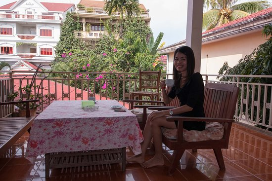 Two Dragons Guesthouse: View from common veranda first floor, looking over the front of Two Dragons