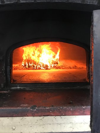 North Stonington, CT: Fire burning for pizza!