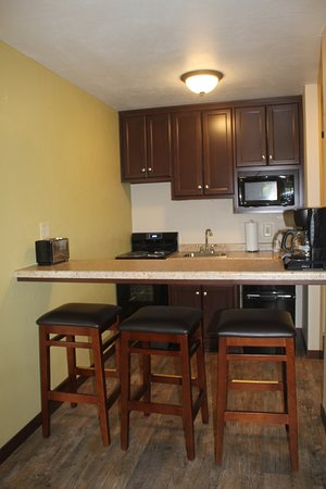 Parkwood Lodge: kitchen area in family suite