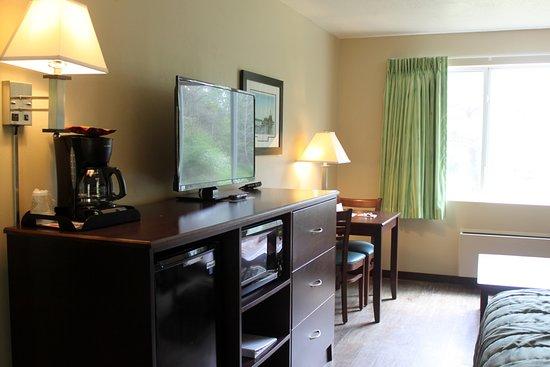 Parkwood Lodge: King room