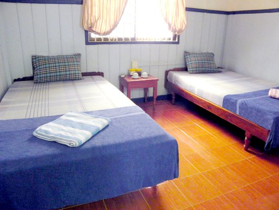 Two Dragons Guesthouse: Small twin ensuite a/c etc
