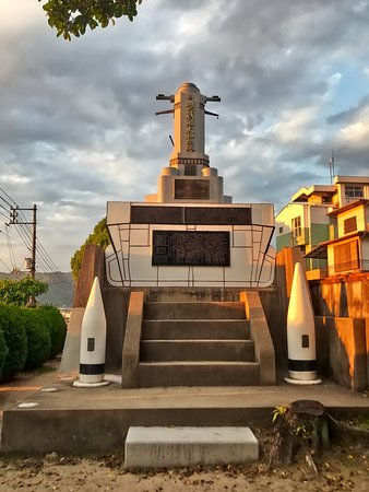 Rekishi no Mieru Oka Hill: 歴史の見える丘にて、噫戦艦大和塔。
