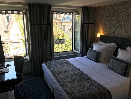 Hotel Parc St. Severin - Esprit de France: Classic room. Charming and well appointed.