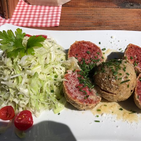Perca, Italy: Sehr leckere Rohnenknödel (Rote Beete).