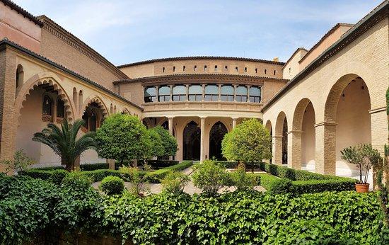Palacio de la Aljaferia: Le patio