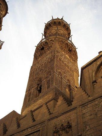 Khan Al-Khalili: The Qalawun complex