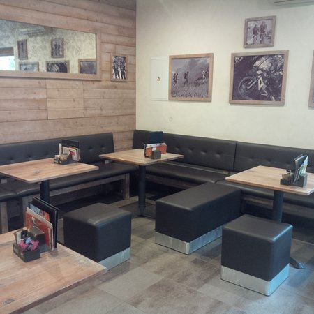 Sport Point Caffe: Inside Seating Area