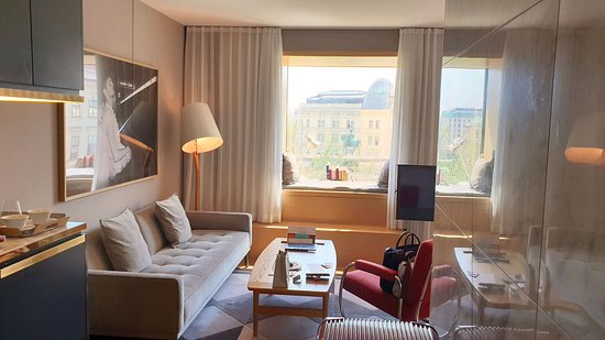 The Guesthouse Vienna: Deluxe Room, View (Opera View), Living area