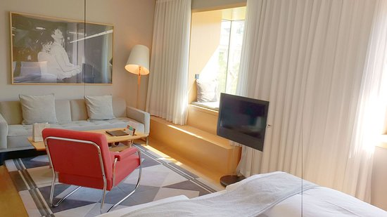 The Guesthouse Vienna: Deluxe Room, View (Opera View), from bed